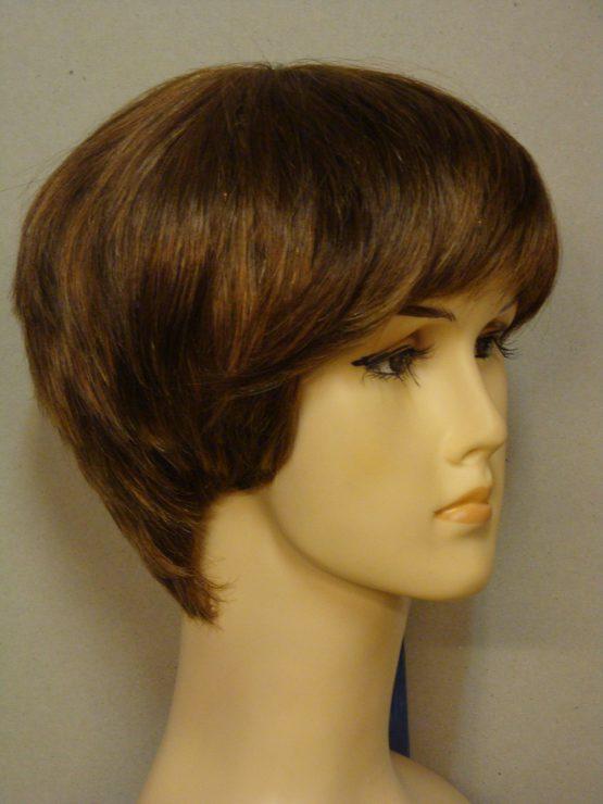 Krótka naturalna peruka w kolorze blond