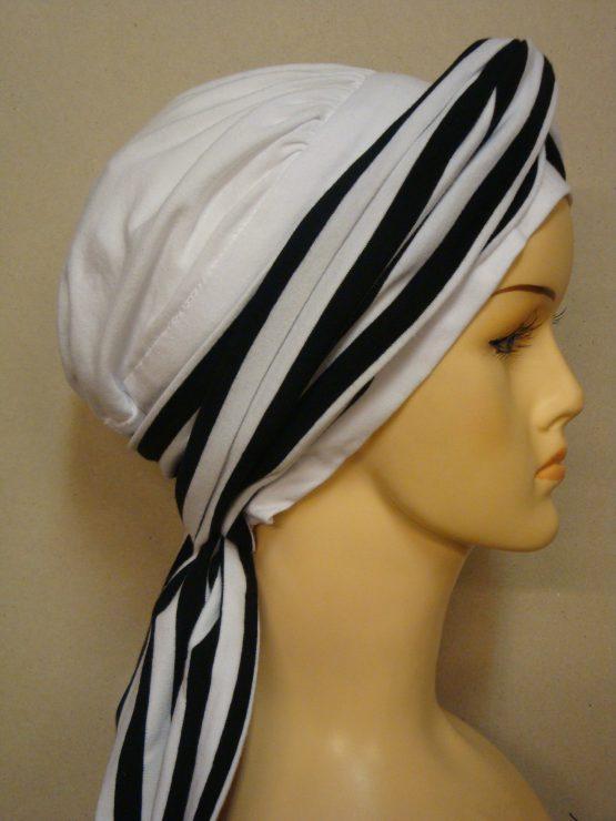 Biała chusta modny wzór z dekoracją w paski