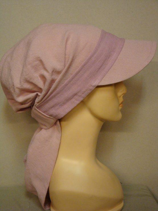 Różowa chusta z daszkiem z ciemniejszym rantem