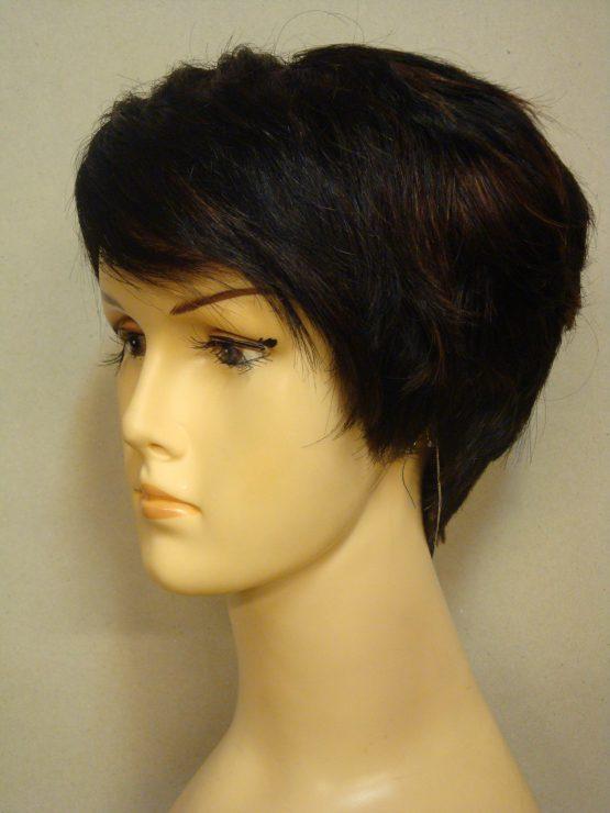 Krótka naturalna peruka w kolorze brąz z delikatnymi refleksami
