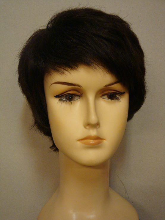 Krótka naturalna peruka w kolorze ciemny brąz