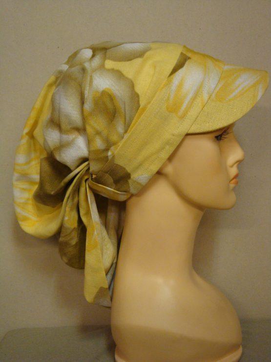 Żółta chusta z daszkiem w kwiaty