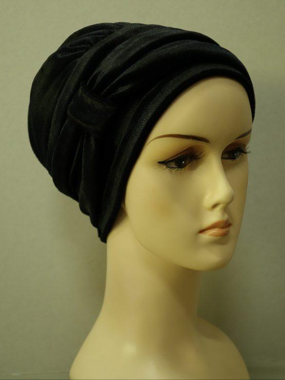 Czarna modna czapka z opaską