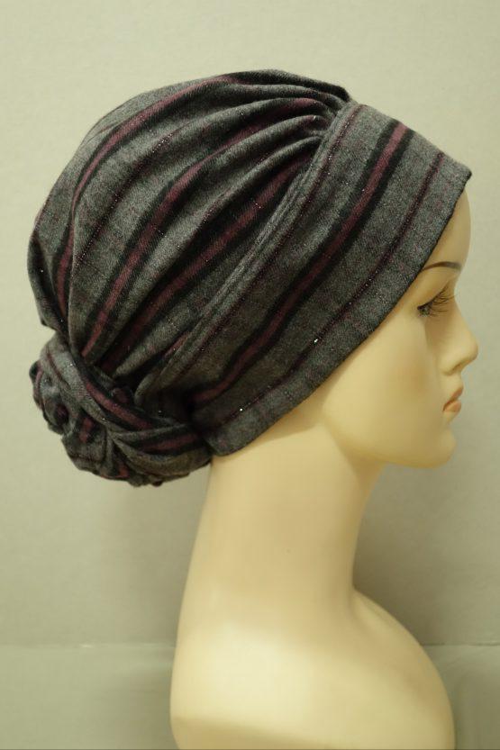 Popielaty turban w różową kratę