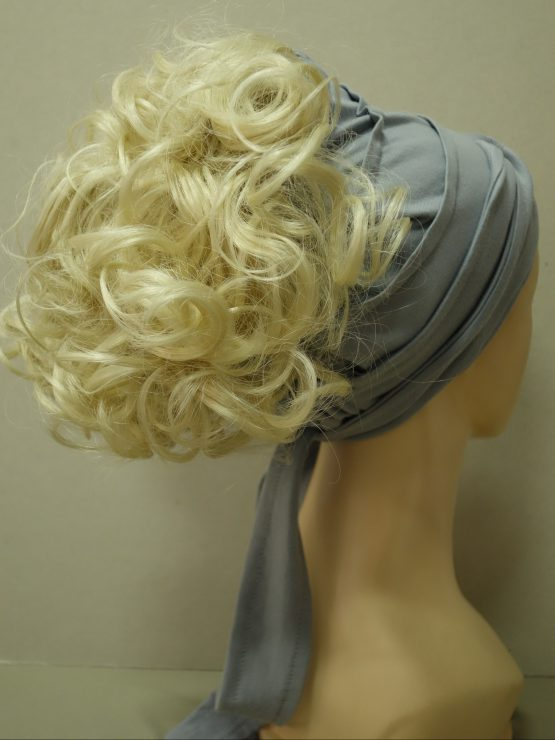 Włosy na opasce - kręcone blond z refleksami