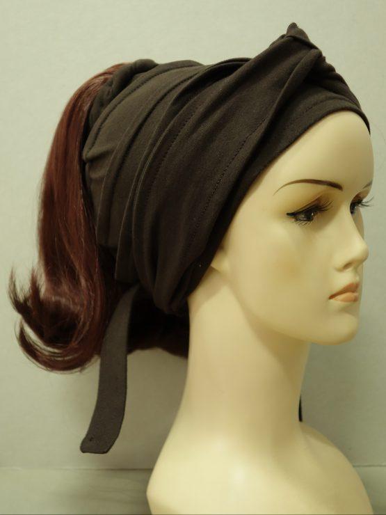 Włosy na opasce - proste kasztanowe