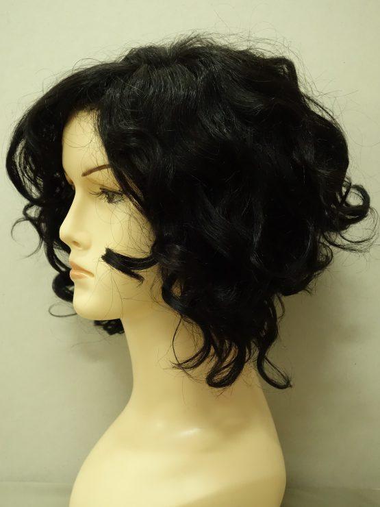 Krótka naturalna peruka w kolorze czarnym kręcona