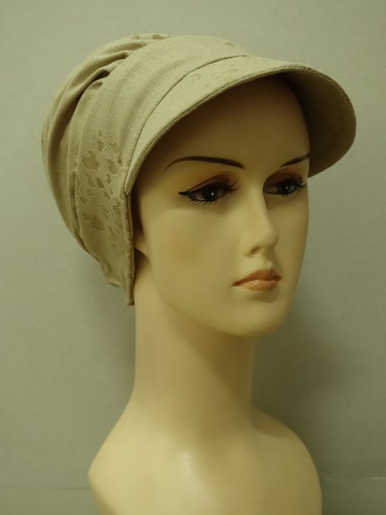Beżowa modna czapka z daszkiem