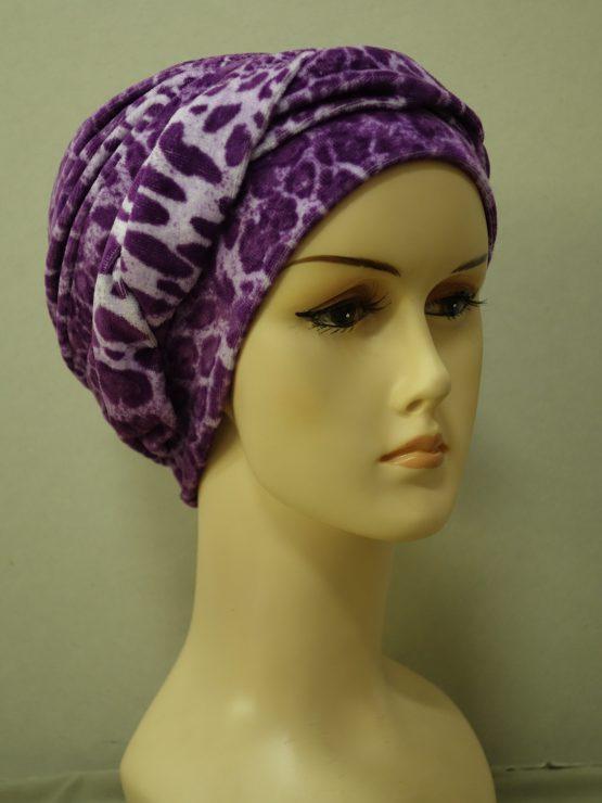 Fioletowa modna czapka z plecioną dekoracją w pantere