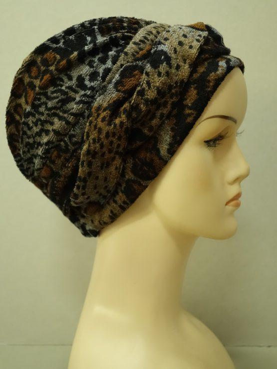 Brązowa modna czapka w panterkę z plecionką