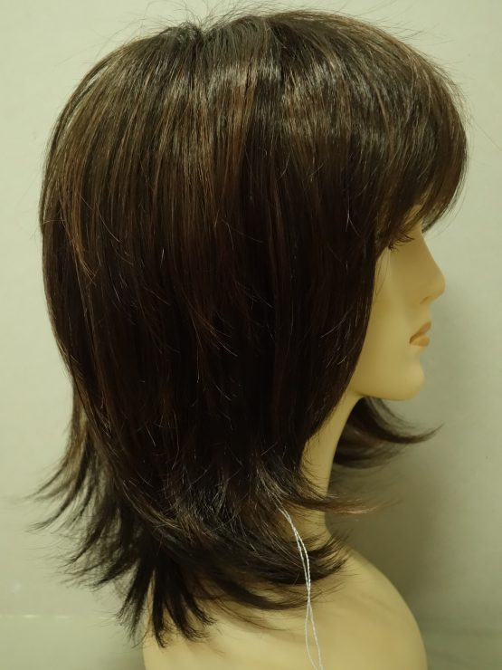 Półdługa peruka w kolorze czekoladowym