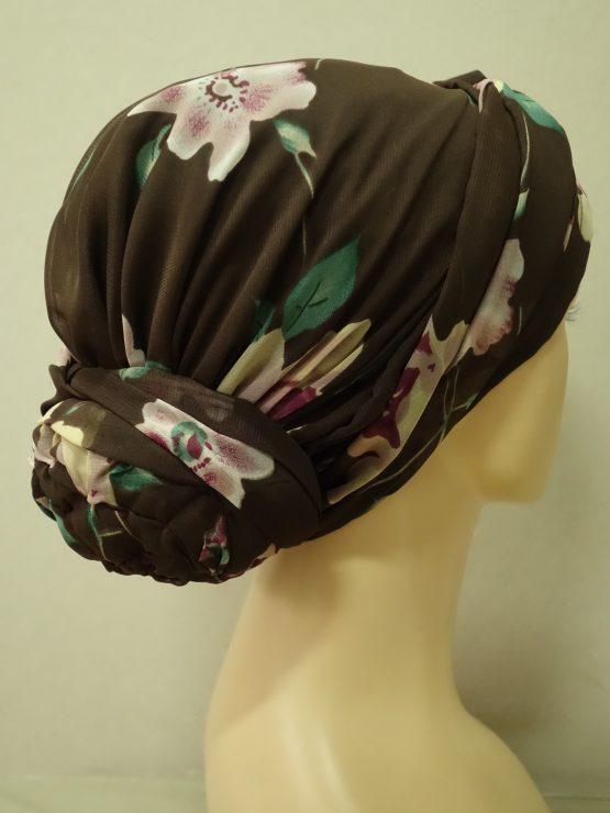 Brązowy turban w kwiaty