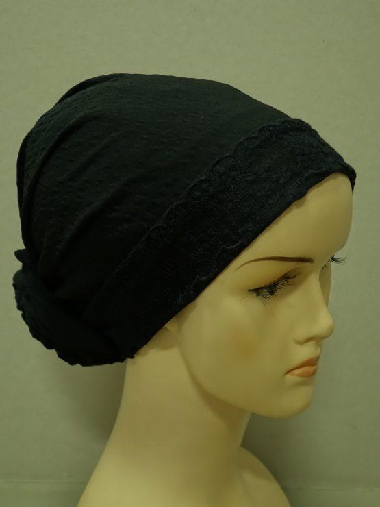 Czarny turban z koronkowym rantem