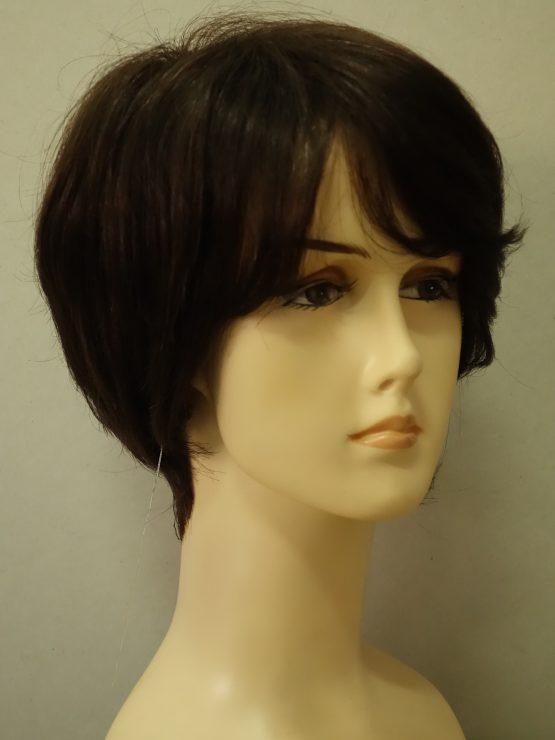 Krótka naturalna peruka w kolorze brązowym