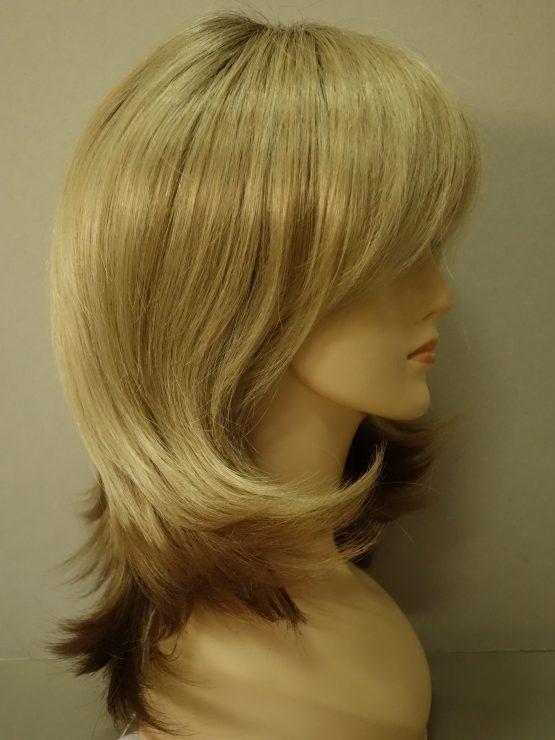 Półdługa peruka blond na ciemniejszej podstawie