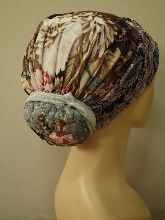 Pastelowy turban w kwiaty uszyty na bawełnie