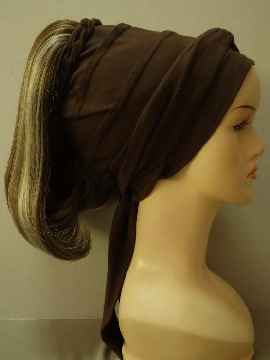 Włosy na opasce - proste ciemny blond z pasemkami