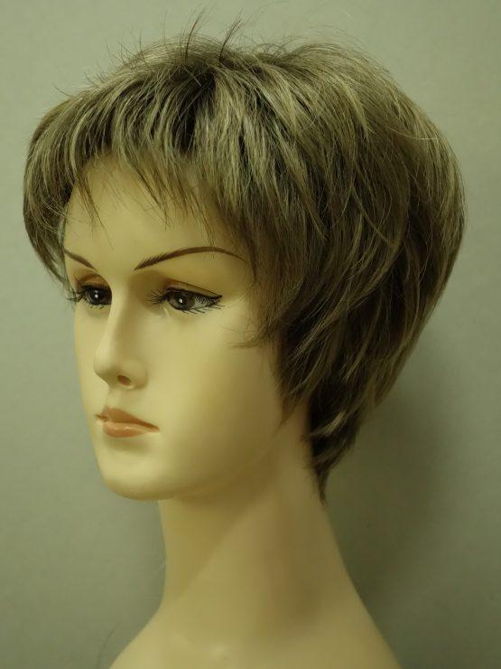 Krótka peruka w kolorze ciemnego blondu