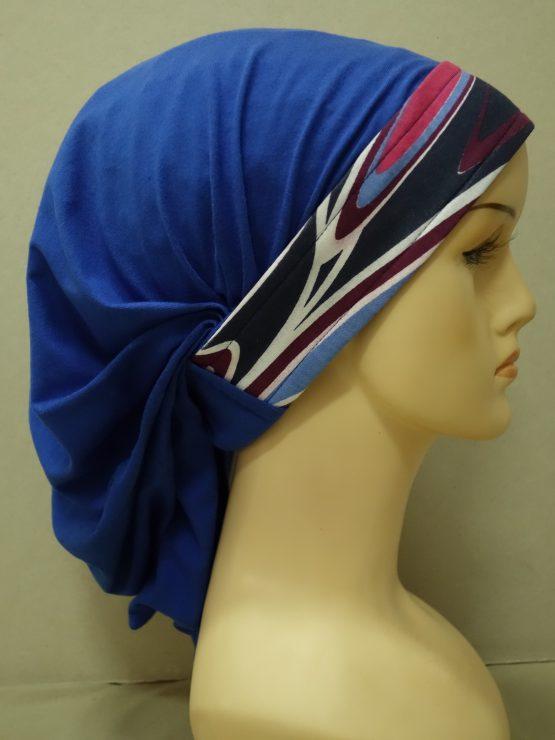 Niebieska chusta z kolorowym rantem