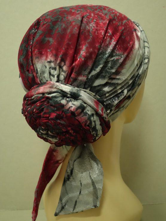 Popielato-czerwony turban w delikatne wzory