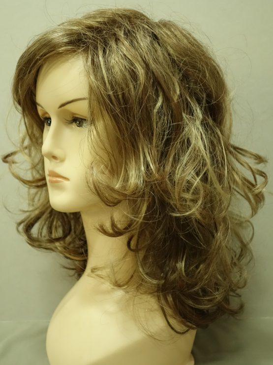 Półdługa peruka blond z refleksami kręcona