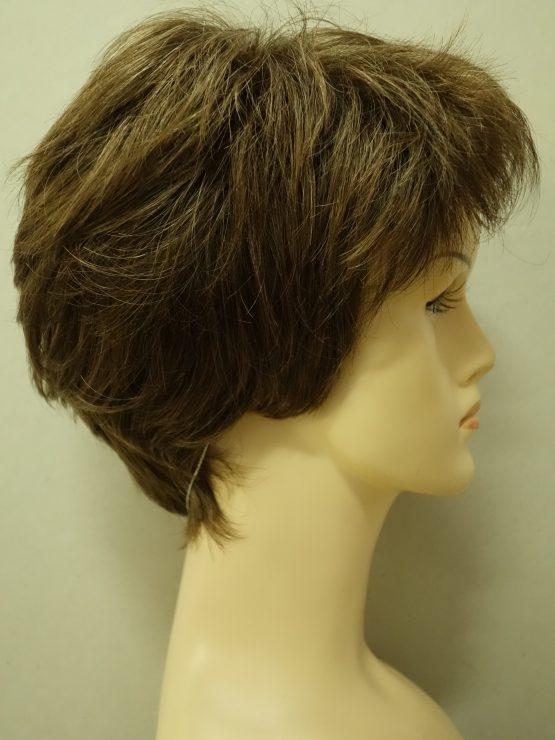 Krótka peruka w kolorze szatyn