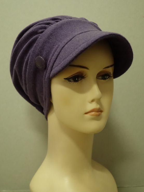Fioletowa modna czapka z daszkiem