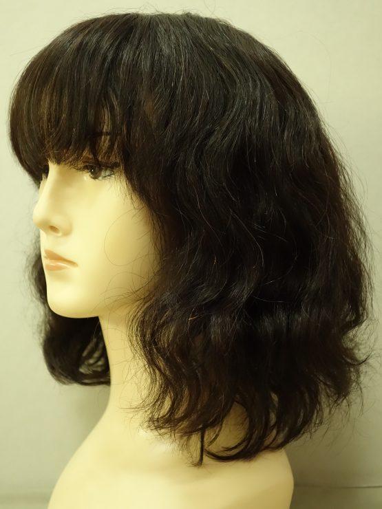 Półdługa naturalna peruka w kolorze ciemnego brązu