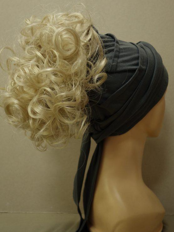 Włosy na opasce - krótkie kręcone jasny blond na popielatej opasce