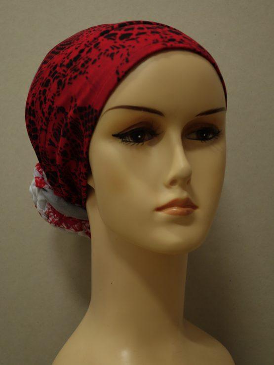 Czerwono-popielaty turban z dekoracją