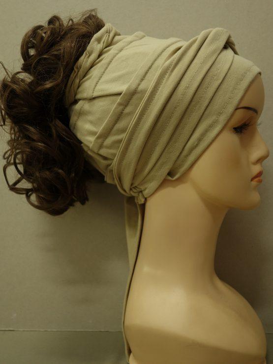 Włosy na opasce - krótkie kręcone ciemny blond na beżowej opasce