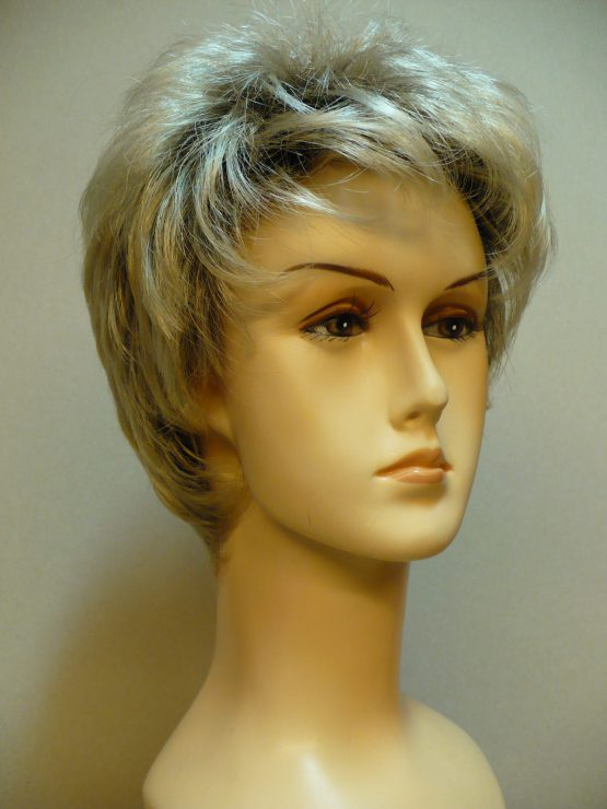 """Krótka peruka platynowy blond na ciemniejszej podstawie """"jeżyk"""""""