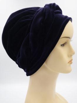 Granatowa modna czapka z plecionką