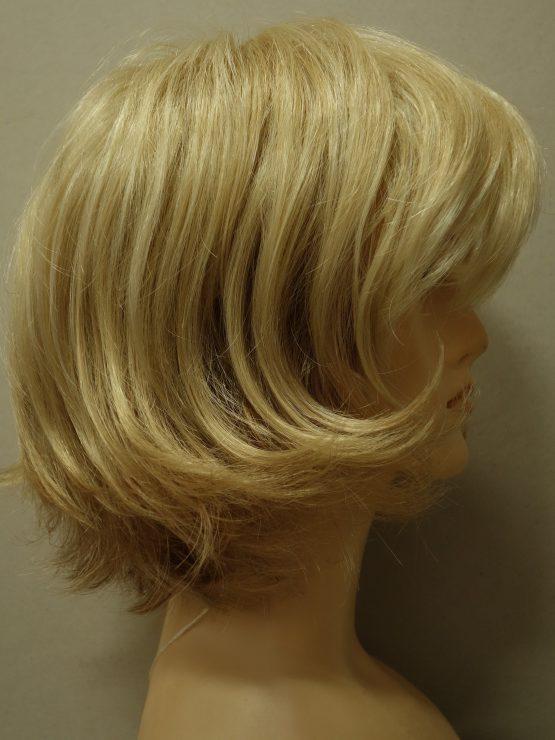 Krótka peruka w różnych odcieniach blondu pocieniowana