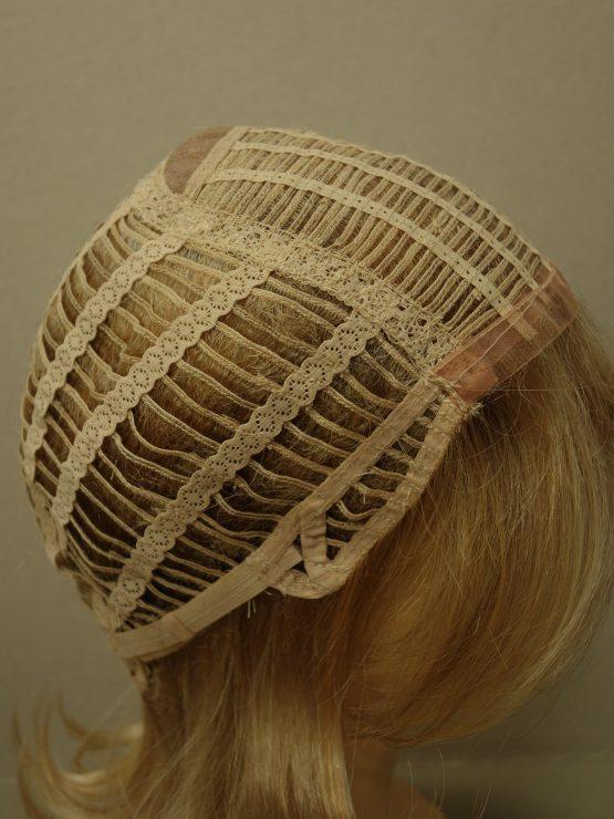 Krótka peruka wycieniowana w kolorze blond