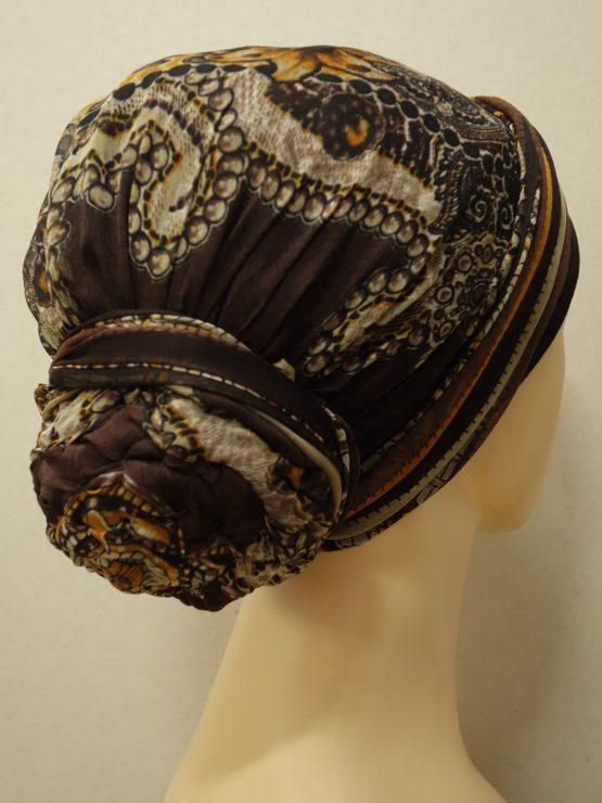 Brązowy turban w indyjskie wzory