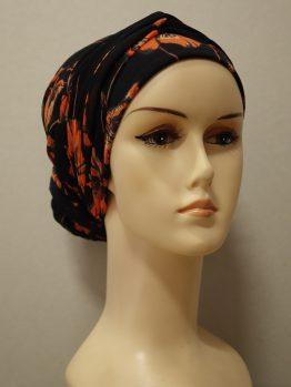 Czarny turban w pomarańczowe kwiaty z dekoracją