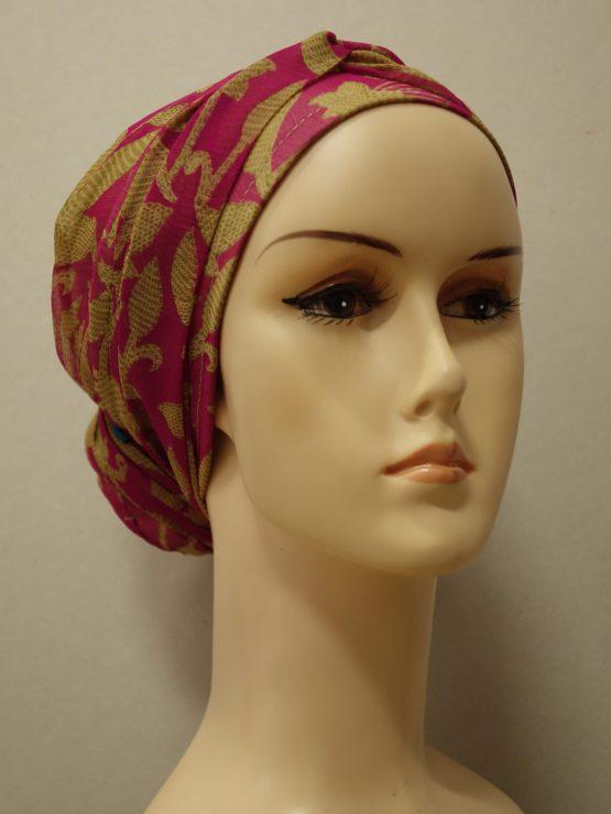 Różowy turban we wzory
