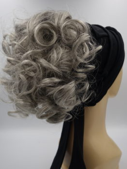 Włosy na opasce - siwe, krótkie, kręcone