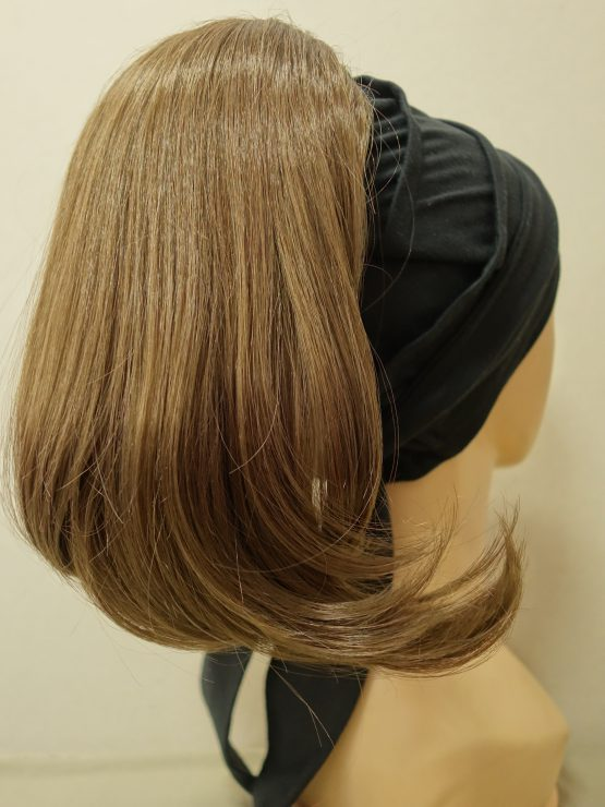 Włosy półdługie szatyn na opasce w kolorze czarnym