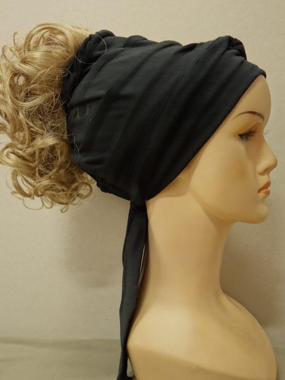 Włosy kręcone blond na opasce w kolorze czarnym