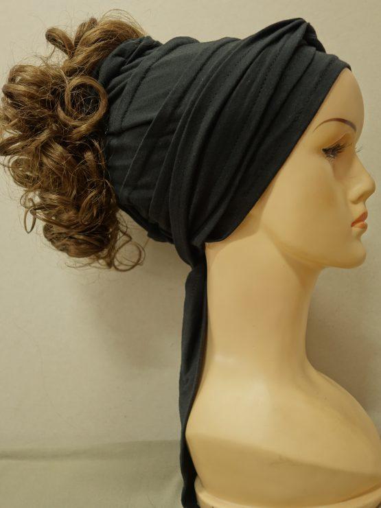 Włosy kręcone szatyn na opasce w kolorze czarnym