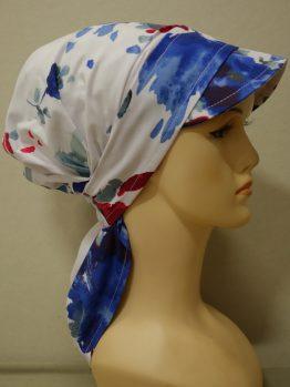 Biała chusta w czerwono-niebieskie kwiaty z daszkiem