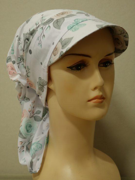 Biała chusta w kolorowe róże z daszkiem