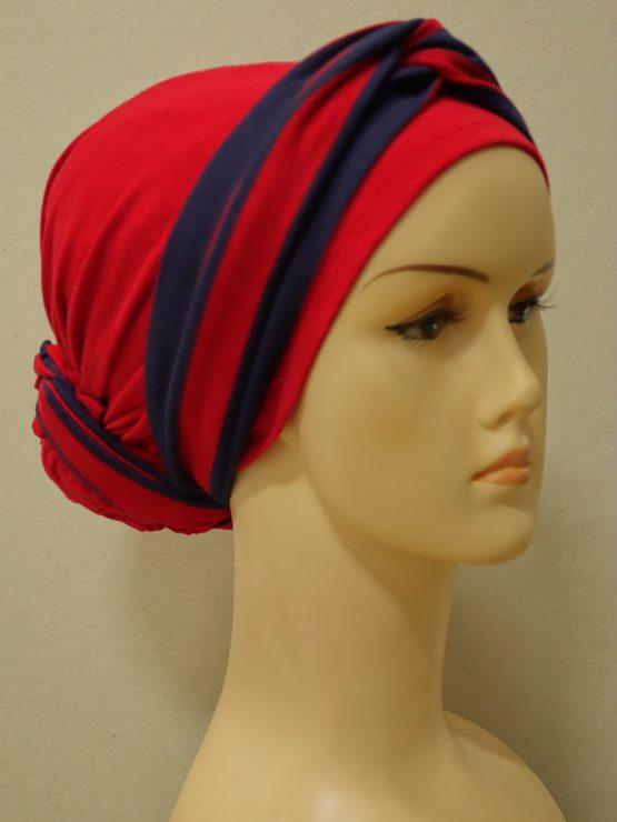 Czerwony turban z dekoracją w paski