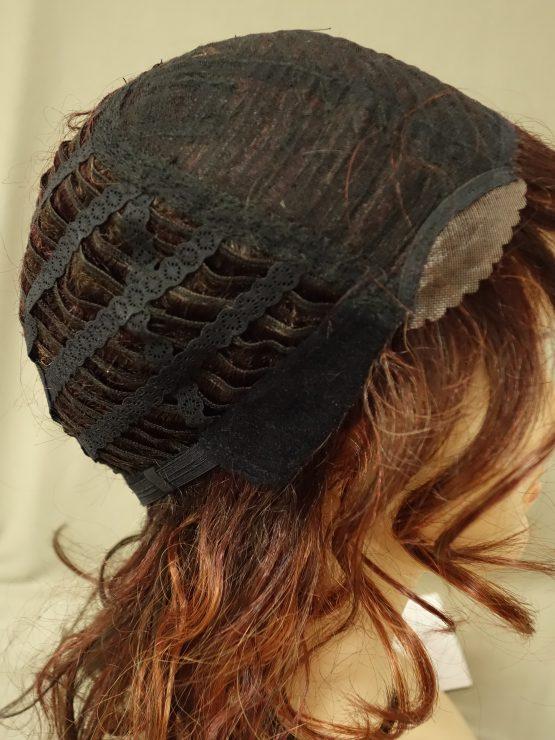 Półdługa peruka ruda z refleksami kręcona