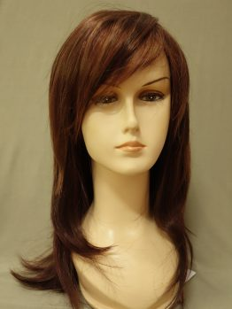 Długa peruka w kolorze orzechowego brązu.