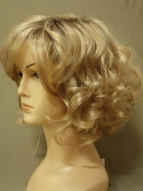 Krótka kręcona złoty blond na ciemniejszej podstawie
