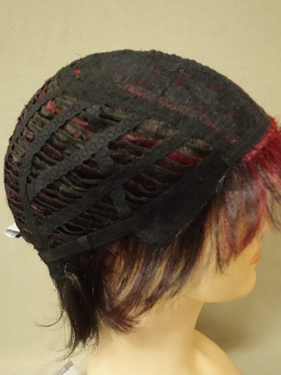 Krótka peruka w kolorze oberżyny