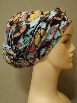 Błękitny turban w kolorowe motyle z dekoracją